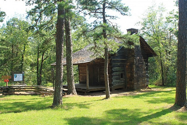 Pioneer cabin at the Cedar Creek Trail trailhead